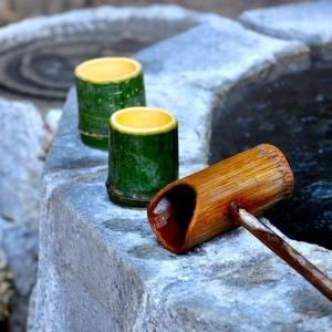 竹木的小器盛水,颇具中式风情